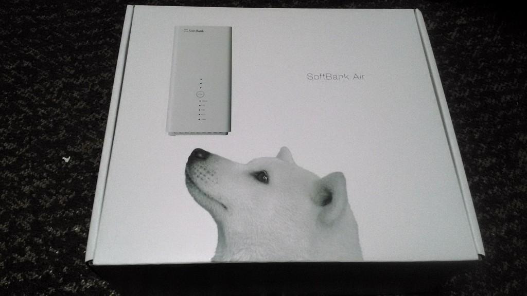 ソフトバンクエアーが箱に入っている状態の写真。