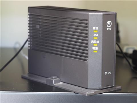 光回線の終端装置(ONU)写真。