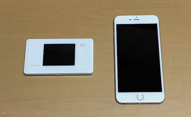 スマートフォンとモバイルルーター。