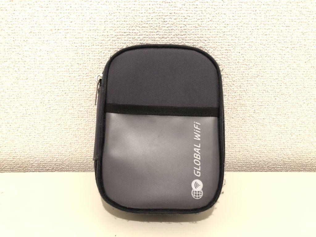 レンタルWi-Fi(グローバルWi-Fi)の一式が入ったバッグ